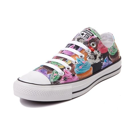 Cupcakes+converse= AWESOMENESS!!! I want these Converse soooo badly!!! They're so... AWESOME!!!