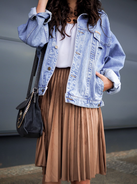 Oversize Denim Jacket and Pleated Skirt how to wear retro boyfriend jeansjacke…