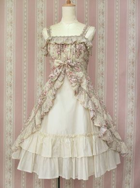 History meets fairy tale.  If I could pull it off, I would so wear this dress!  It reminds me of Giselle.