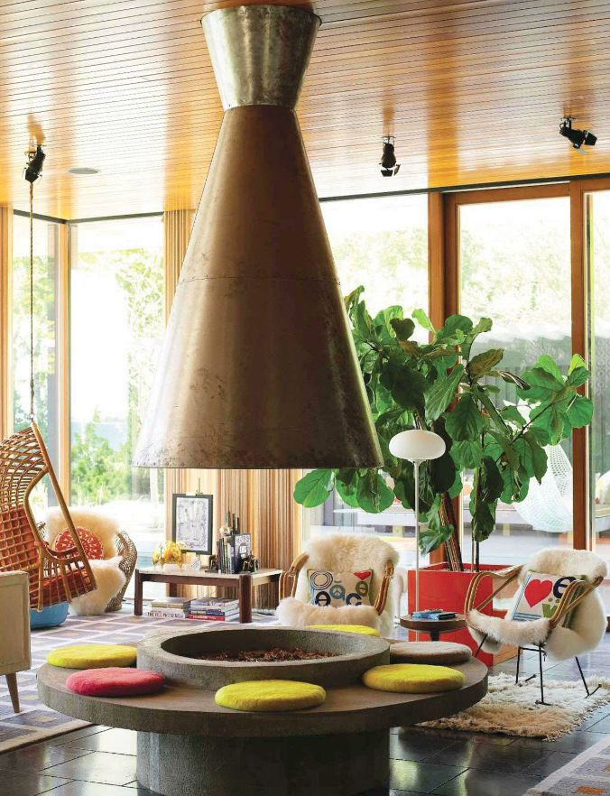 Mid Century Modern living room featured in Spain Architectural Digest  designed by Jonathon Adler