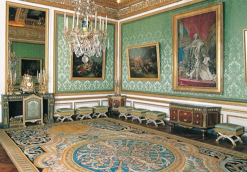 LES LIAISONS DE MARIE ANTOINETTE: Château de Versailles - Le salon  des nobles de Marie-Antoinette (c) R…   Versailles, Château de versailles,  Brick and stone