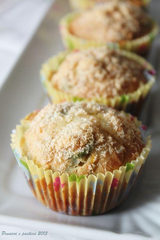 Muffins salati alle zucchine, fiori di zucca e parmigiano reggiano