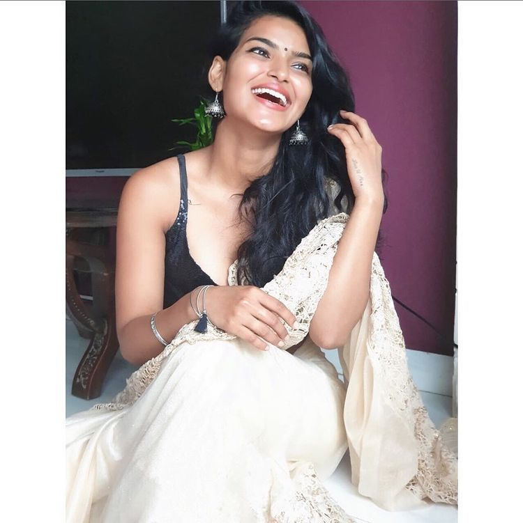 """Unika Ray D 🇮🇳 on Instagram: """"What's so funny ? Look at me ❤️ #unikaray  #love"""" 