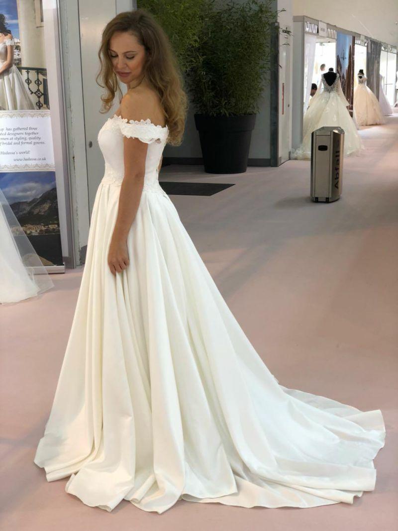 b56e548f096 Nádherné saténové svadobné šaty Millie od Annette Moretti