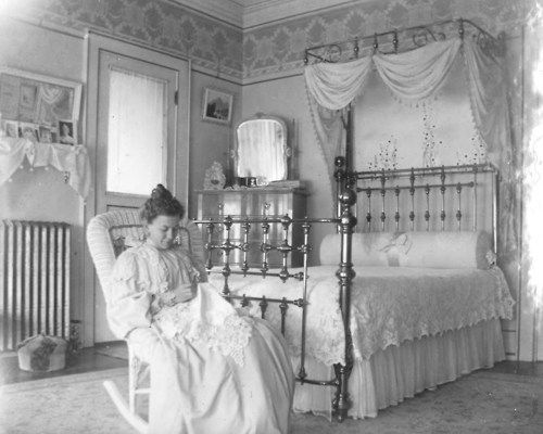 Middle Lower End Of Upper Class Bedroom Victorian Rooms Bedroom Vintage Victorian House Interiors