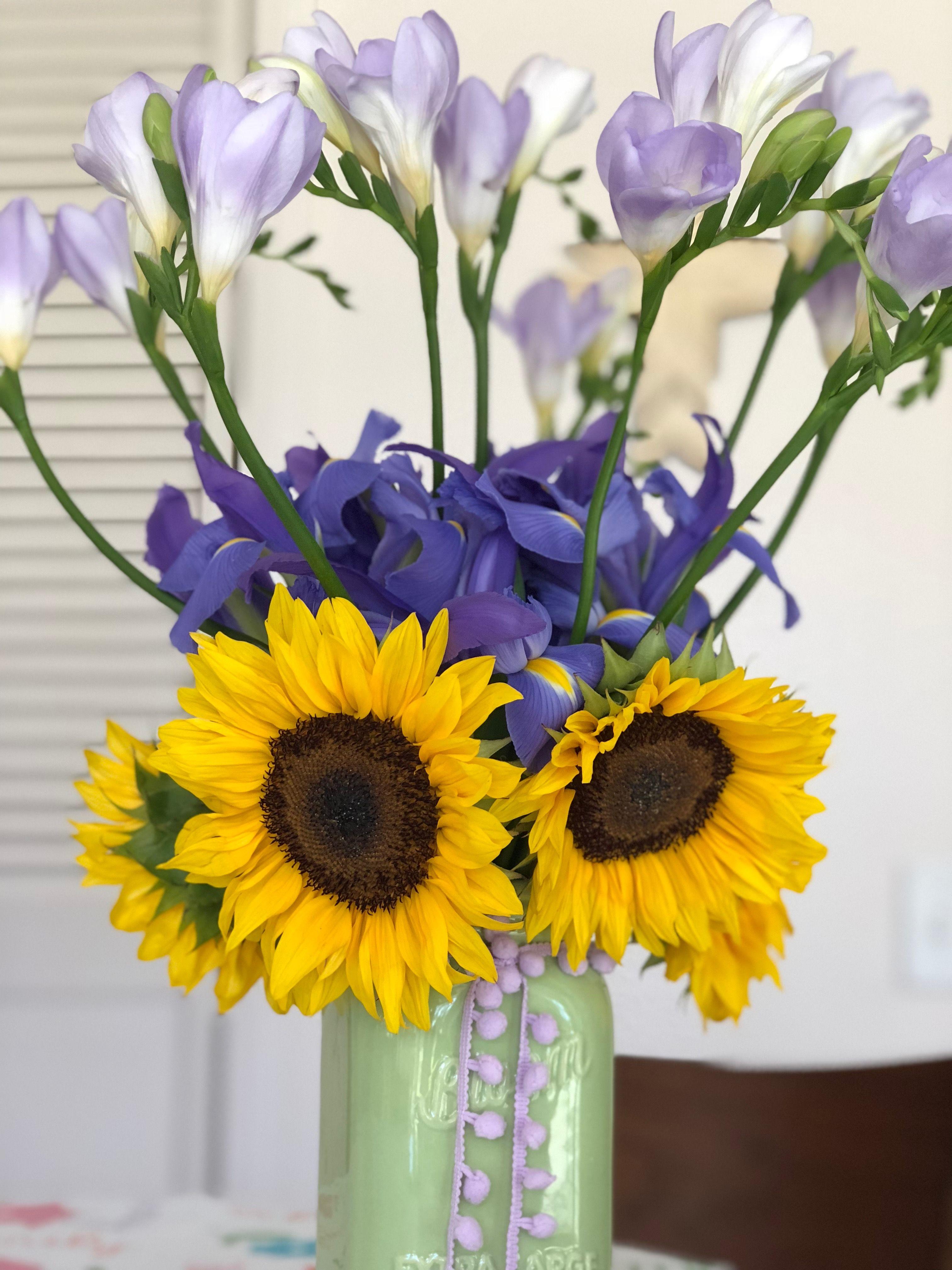 Beautiful flower arrangement sunflowers iris freesia spring beautiful flower arrangement sunflowers iris freesia spring flowers izmirmasajfo
