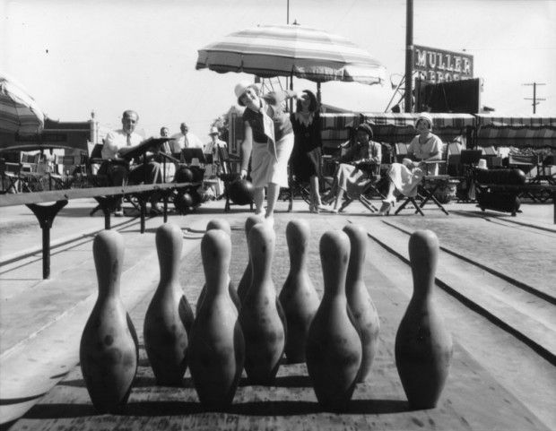 Retronaut - Outdoor bowling alley, Hollywood