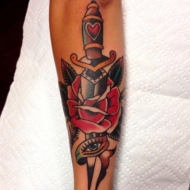 Dagger durch Rose für unterarm