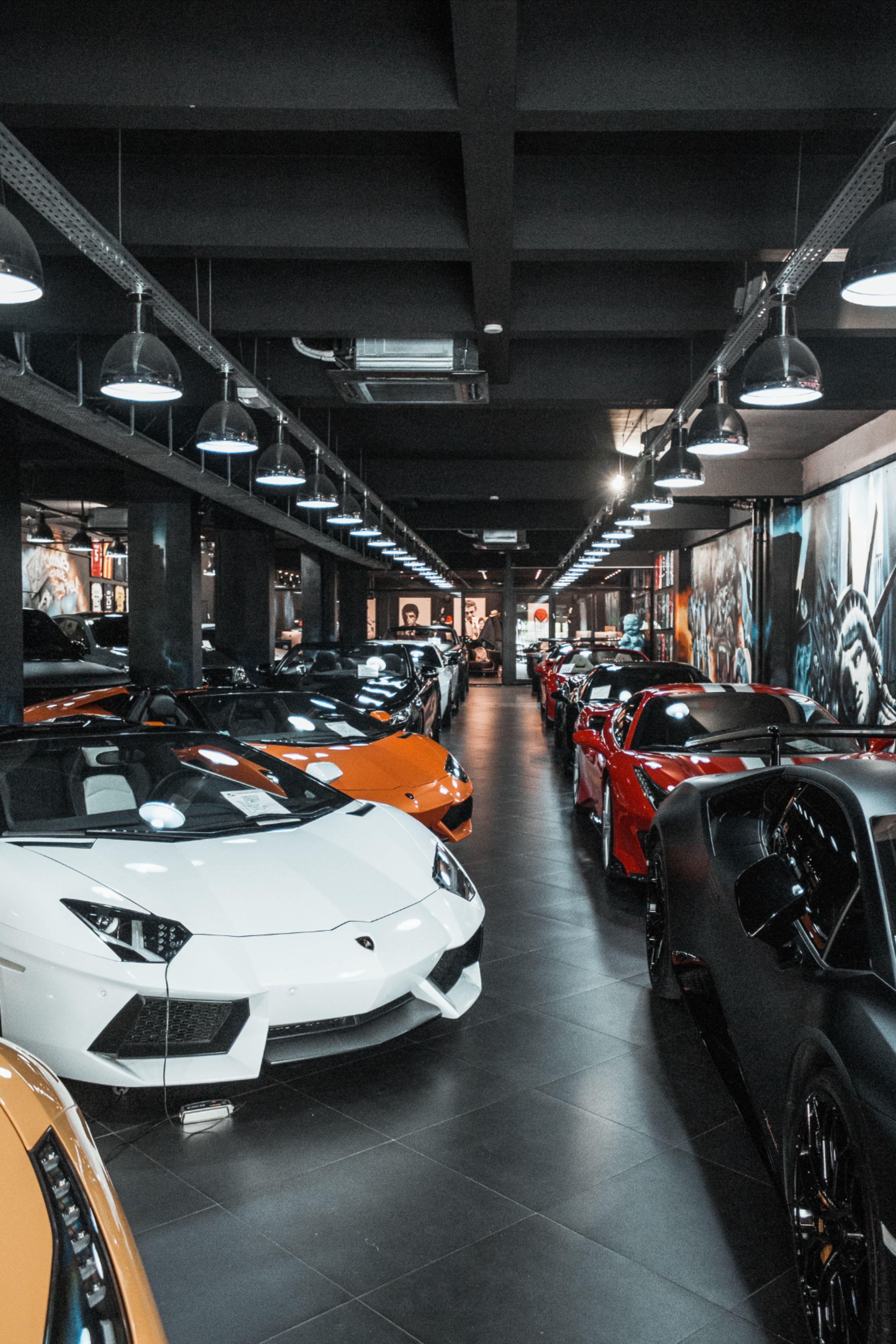 Showroom Garage De Luxe Garage Pour Voiture Voitures De Sport De Luxe
