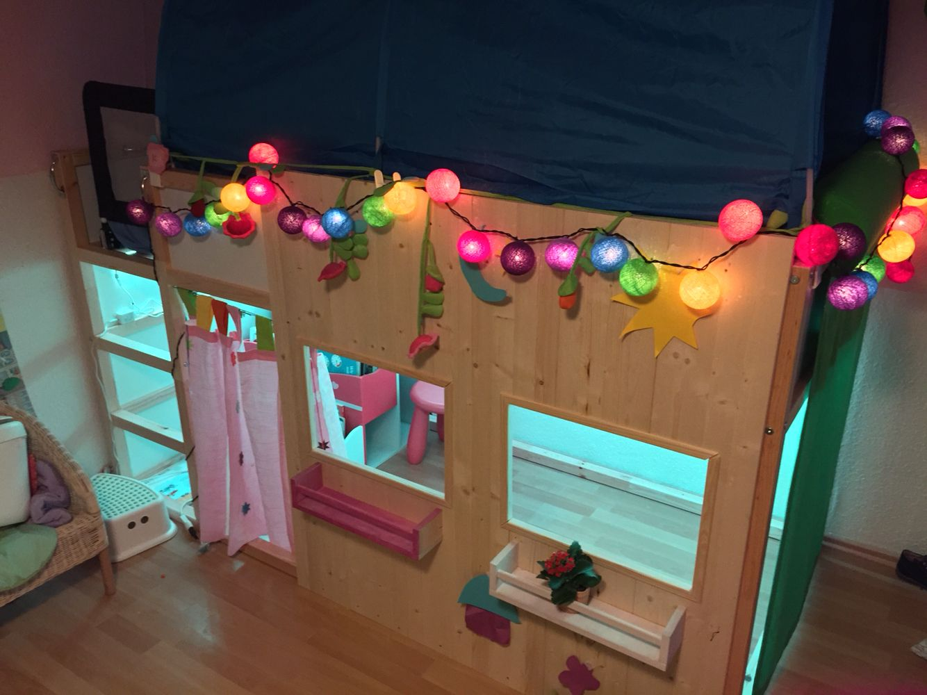 ikea kura bett camera bimbi pinterest kinderzimmer m dchenzimmer und bett. Black Bedroom Furniture Sets. Home Design Ideas