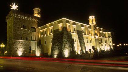 Rocca dei Rettori: costruita nel 1321 sui resti di un'antica fortezza longobarda, la Rocca sorge nel punto più elevato del centro storico di Benevento. L'aspetto attuale è il risultato di numerosi interventi succedutisi nei secoli ed è perciò piuttosto disomogeneo.