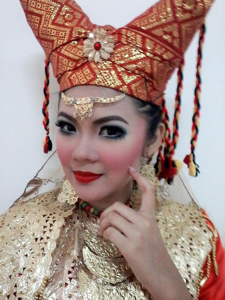 Yosi Nurfajrina. Penari Tradisi. Sunda. STSI. Bandung. https://www.facebook.com/yosi.nurfajrina/photos