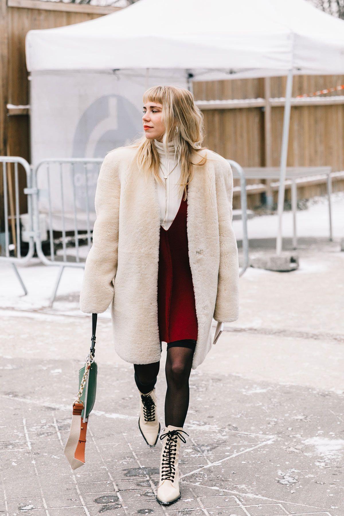 Resultado de imagen de abrigo de pelo blanco street style