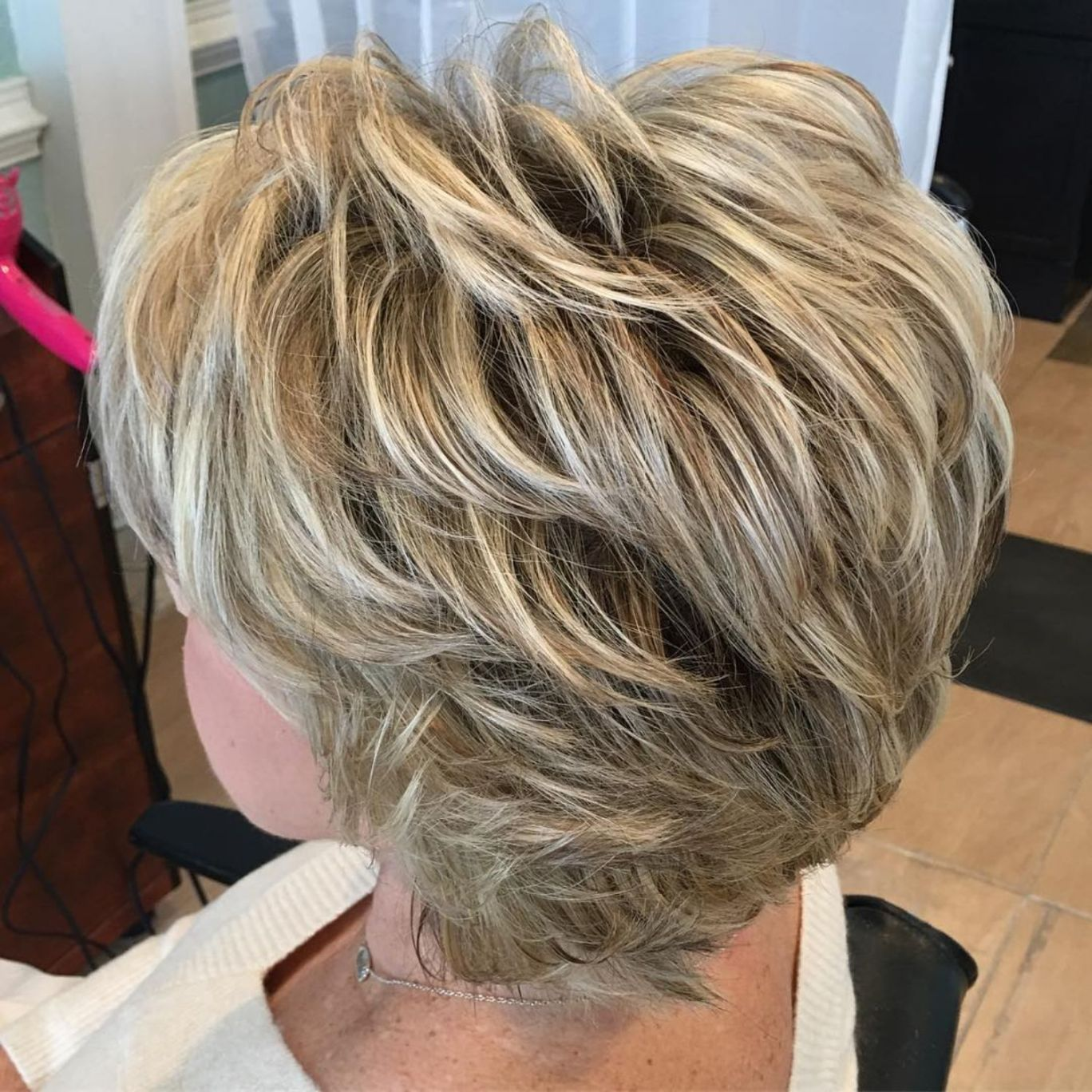 Short To Medium Feathered Hairstyle For Older Women Modern Hairstyles Thick Hair Styles Hair Styles