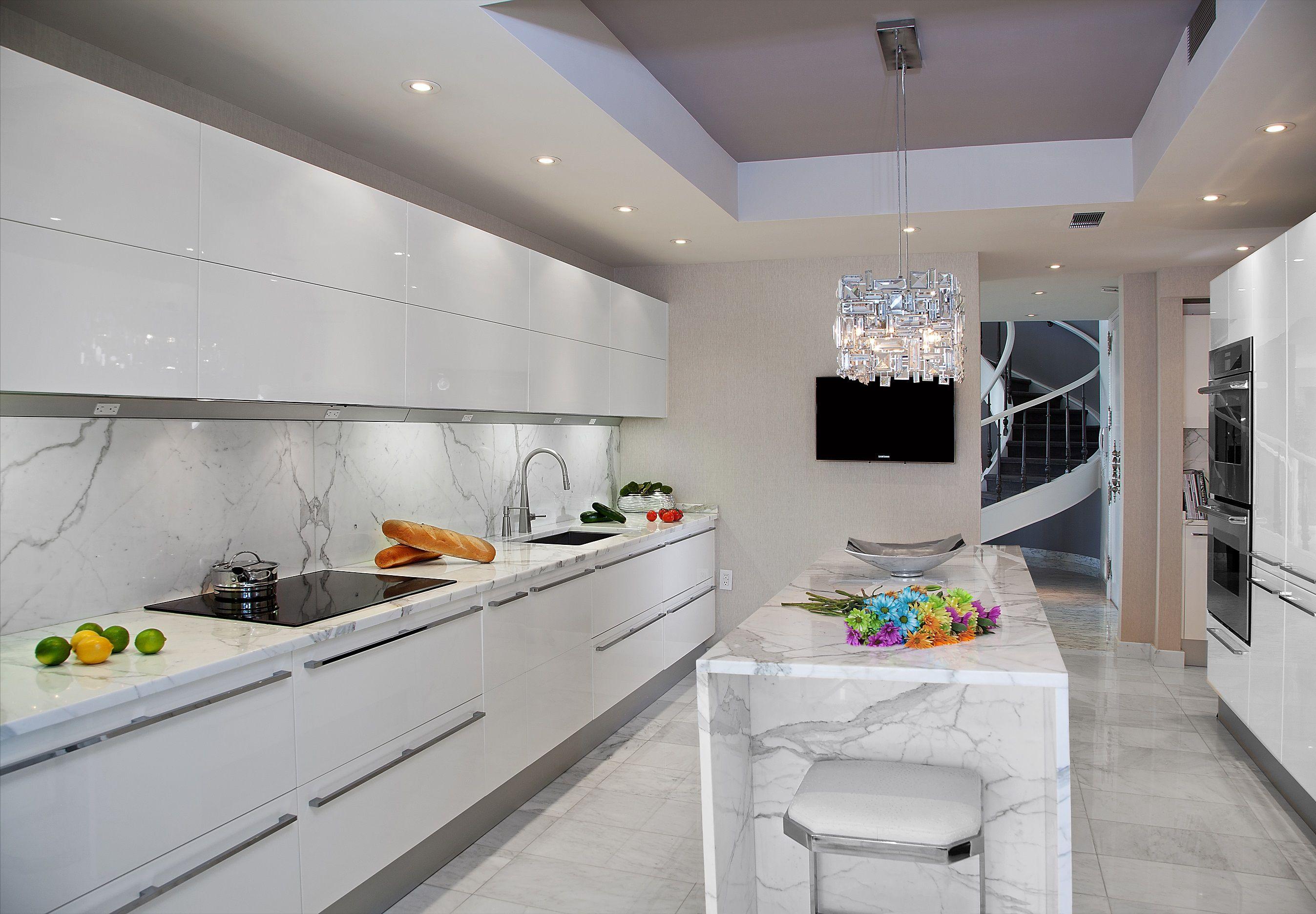 Modern Kitchen Designed By Kuche Cucina From Paramus Nj Pedini High Gloss Cabinets Calacatt White Modern Kitchen White Marble Kitchen Modern Kitchen Design