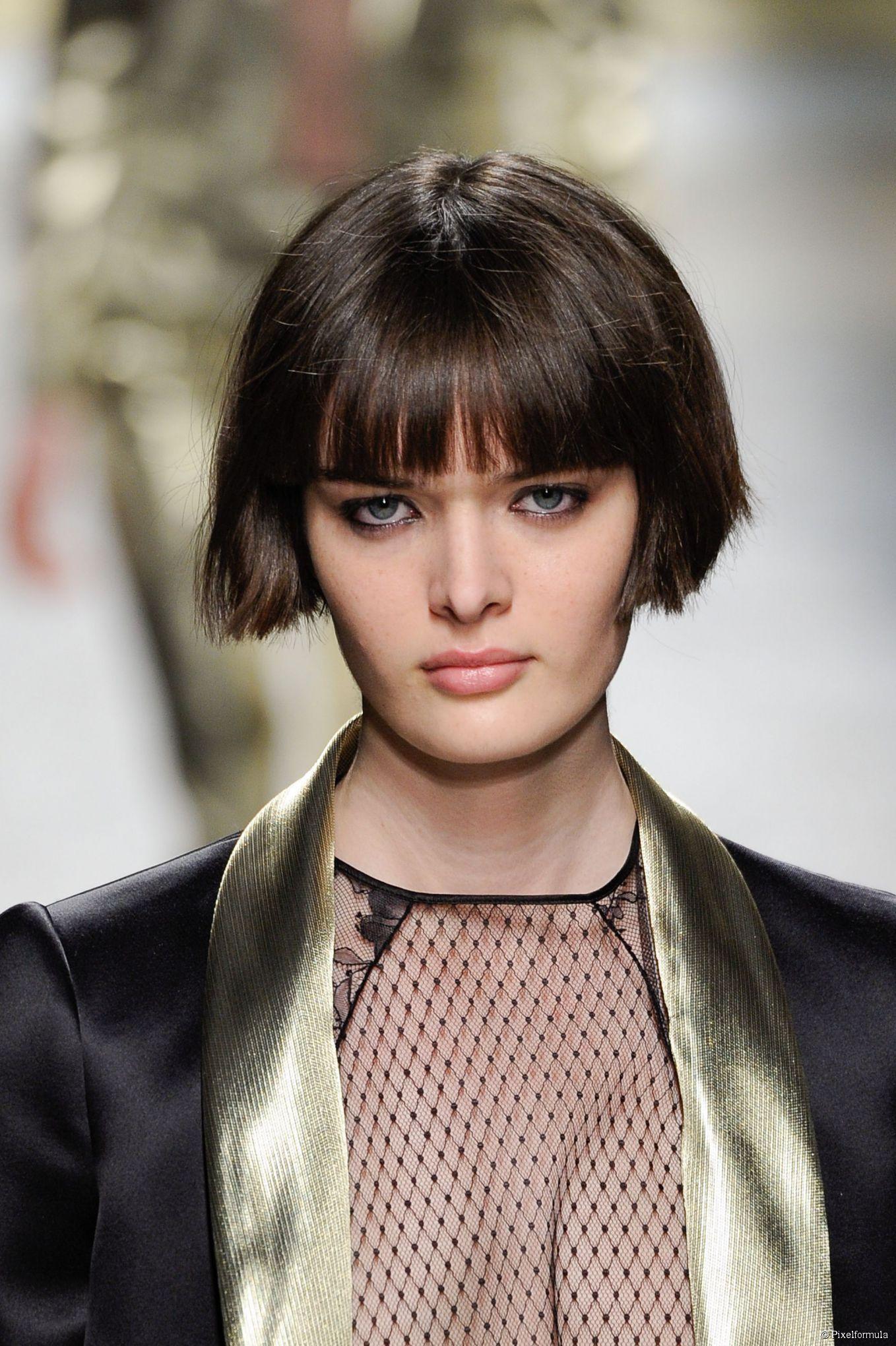 Le Carre Tres Court Avec Frange Coiffures En 2019 Short Hair