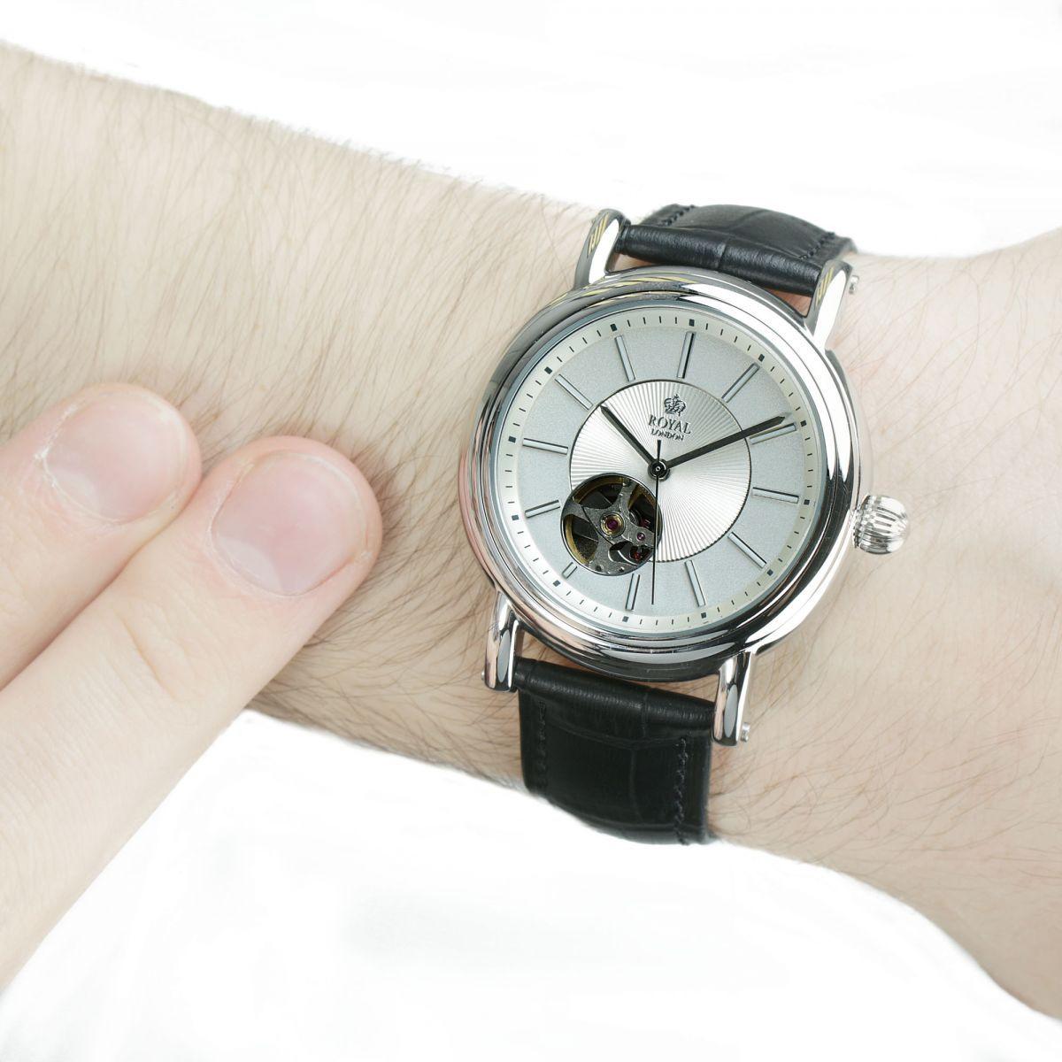 Modela Saat Adli Kullanicinin Royal London Kol Saatleri Panosundaki Pin Erkek Saat Siyah Saatler
