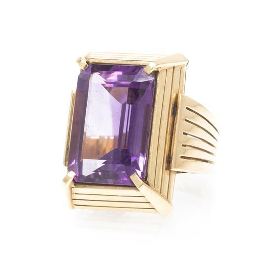A Retro Rose Gold and Amethyst Ring, 11.80 dwts. 6 1/4