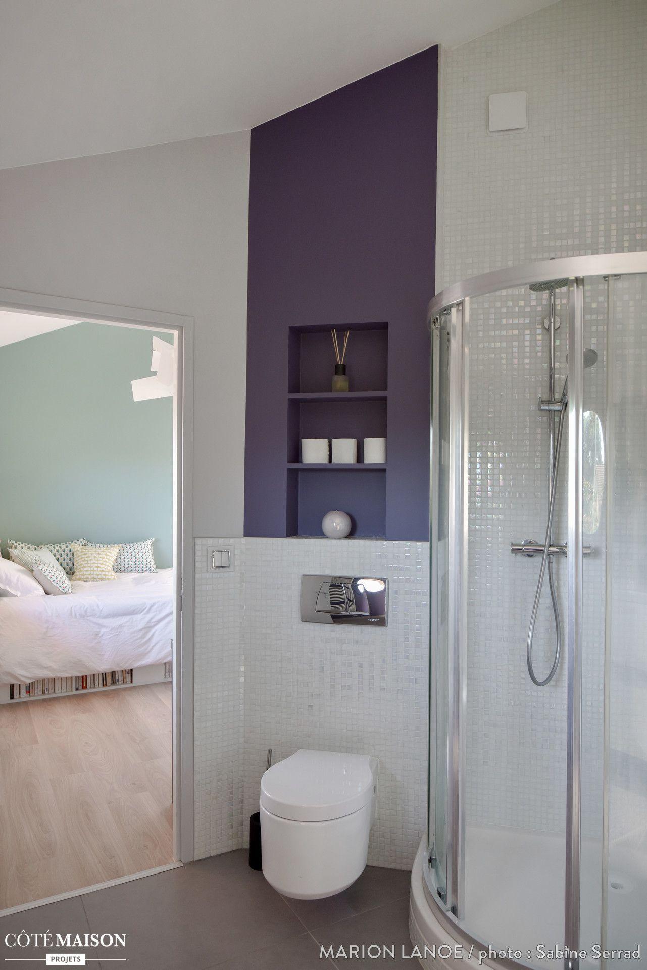 une salle de bains moderne en accord avec le design scandinave de