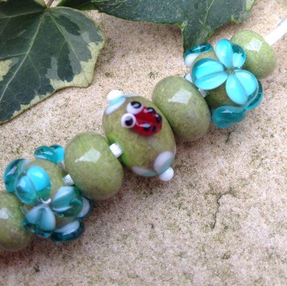 Ladybug and Daisy Glass Lampwork Bead Set by TheFyreFaerie on Etsy, £10.00