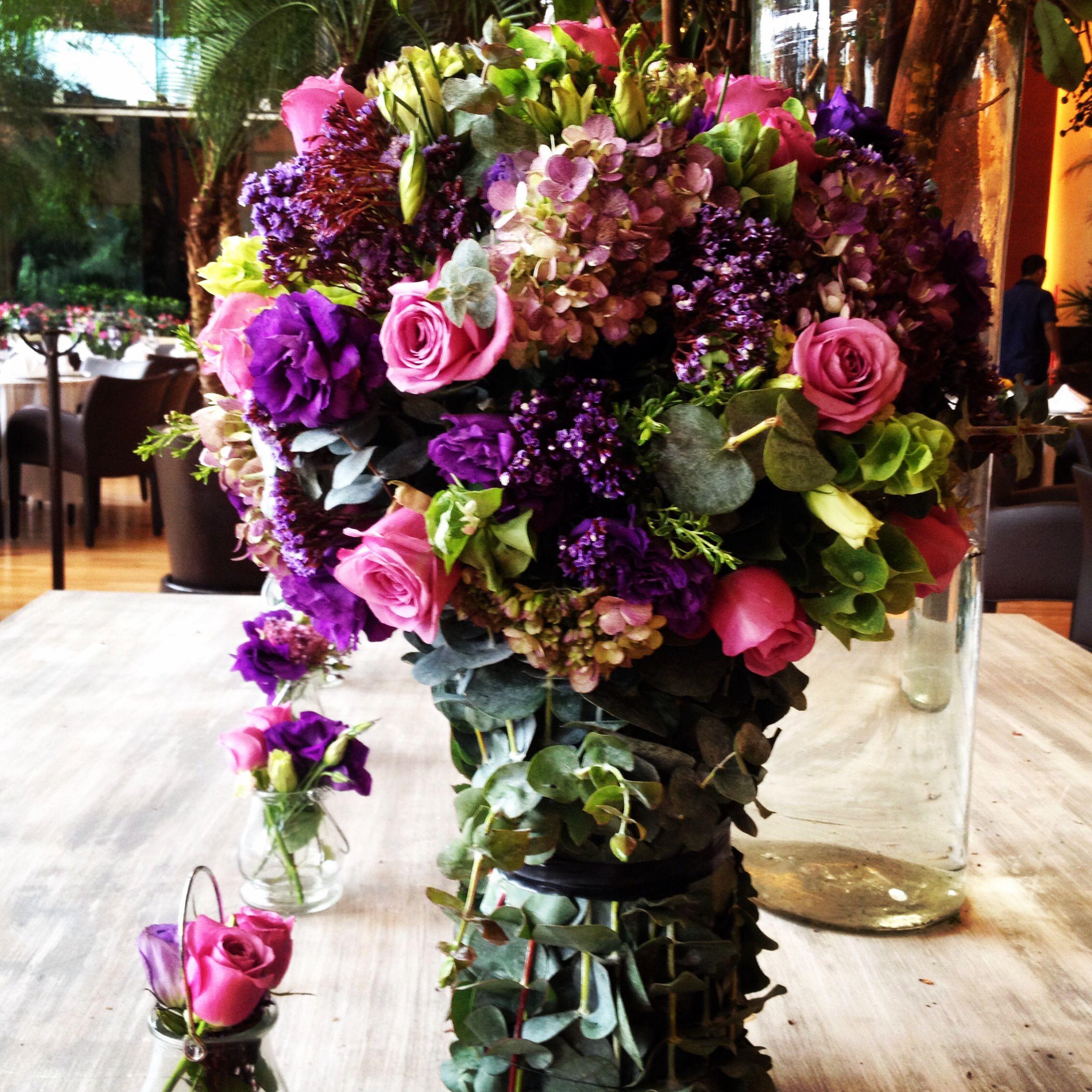 Pink And Purple Flowers Center Piece Flores Moradas Y Rosas