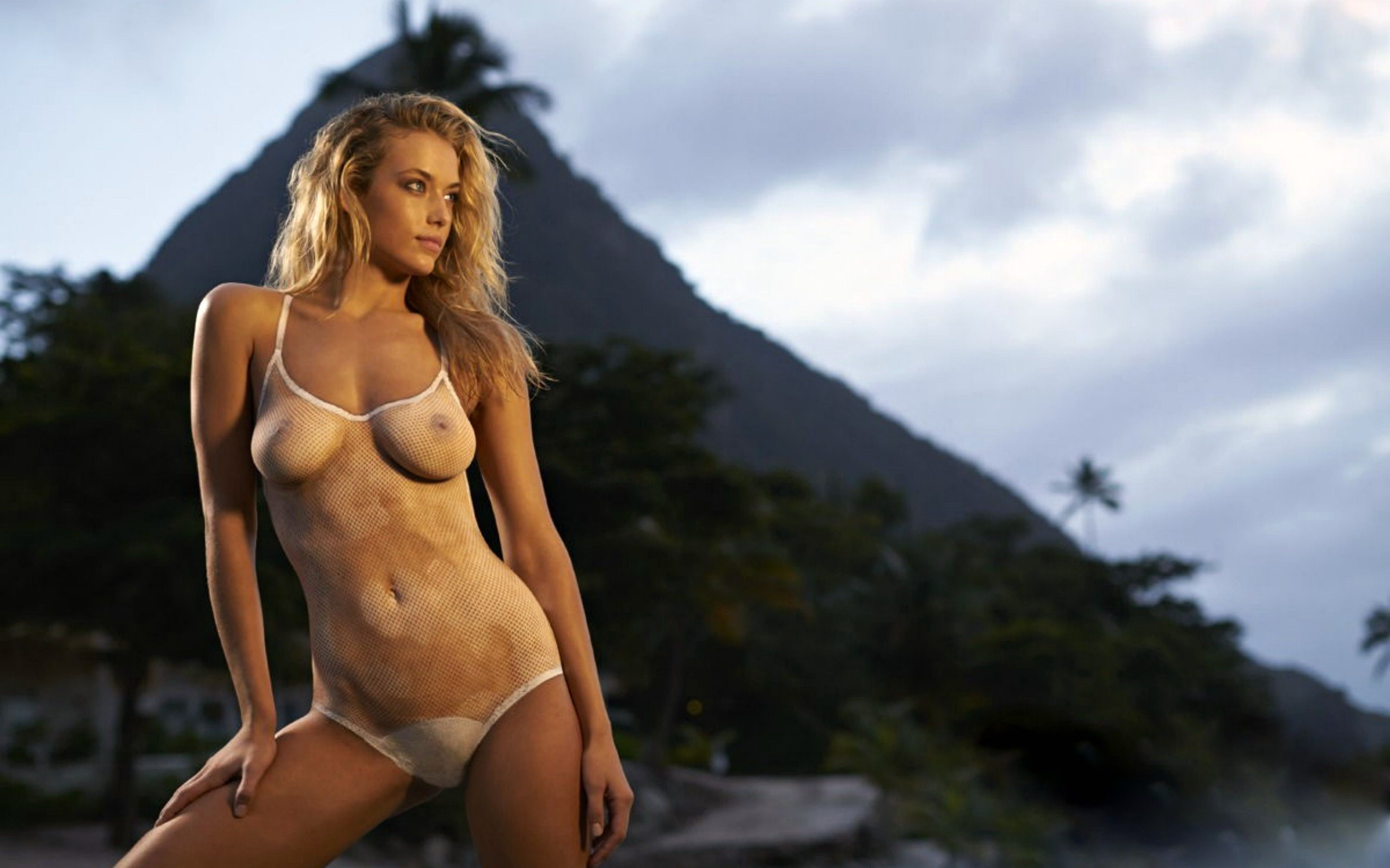 sports-illustrated-swimsuit-models-naked