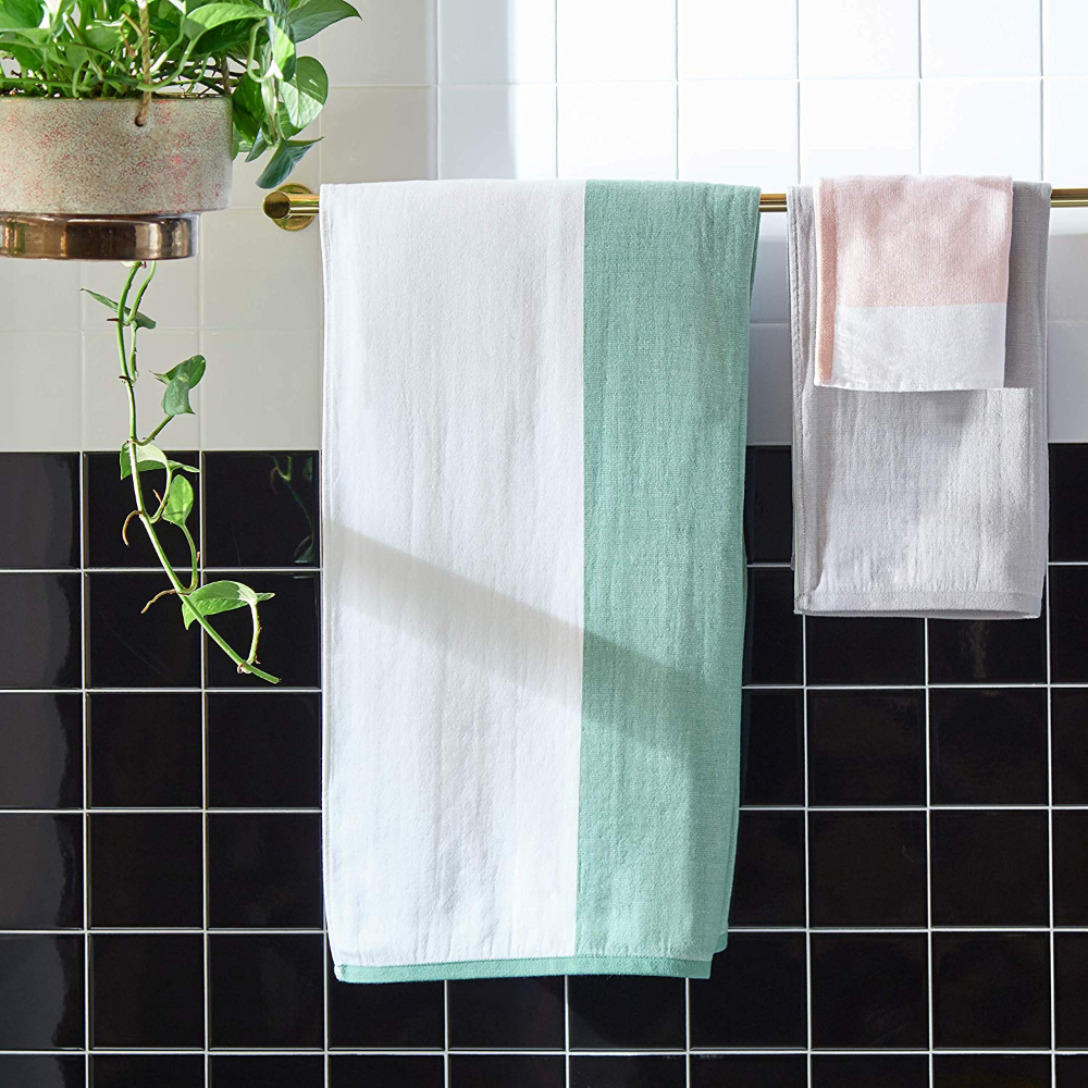 Amazon Com Rivet Contemporary Striped Cotton Bath Towels Set Of 2 White Blush Home Kitchen In 2020 Best Bath Towels Bath Towels Luxury Bath Towels
