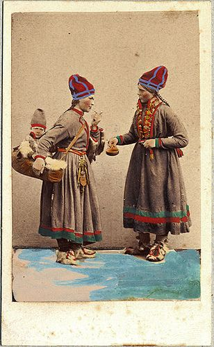 Exhibition Of Sami Clothing Sweden 1800 S Draktdockor Samiska Kvinnor Fran Asele Lappland Sami Norse Scandinavia