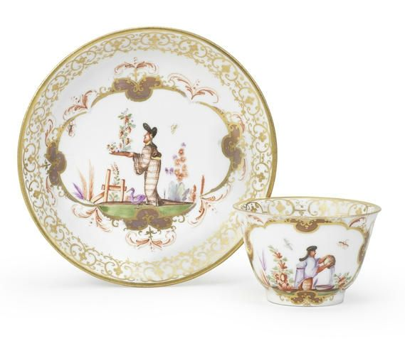 A Meissen teabowl and saucer, circa 1723