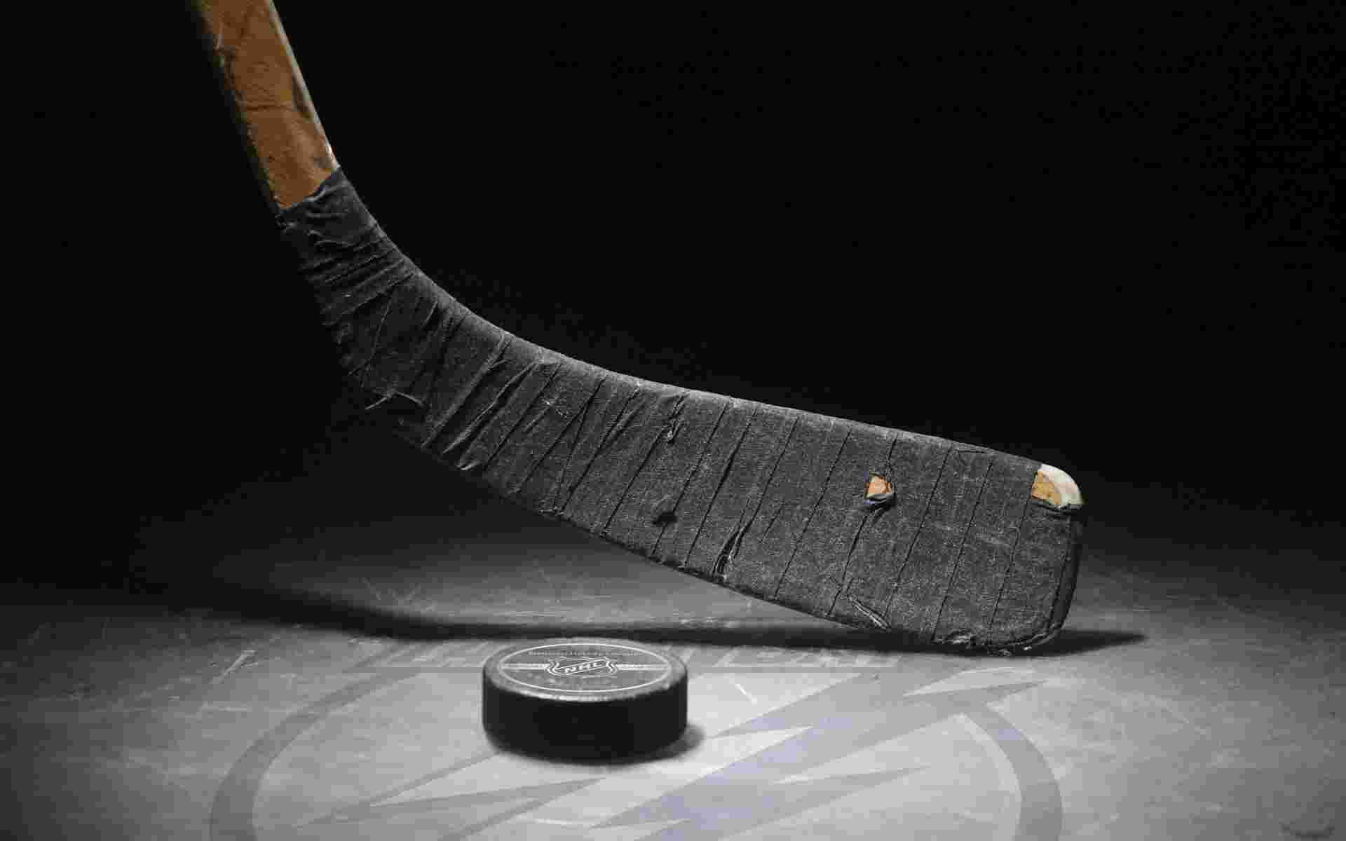 Hockey Stick And Puck On Ice Wallpaper Hockey Sport Hockey Stick Hockey Workouts Ice Hockey
