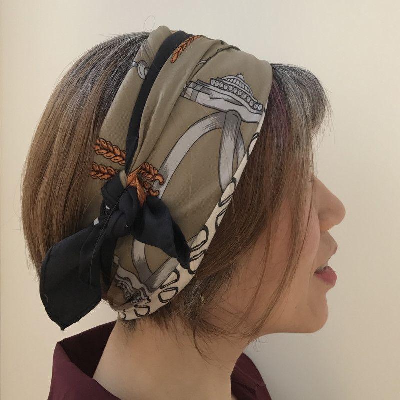 中途半端グレイヘアとスカーフ活用術 の画像 40代女性 白髪染めを