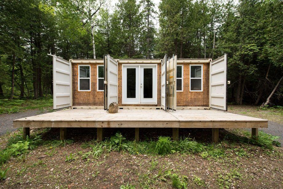 Как построить недорогой дом из морских контейнеров знает предприниматель из Канады