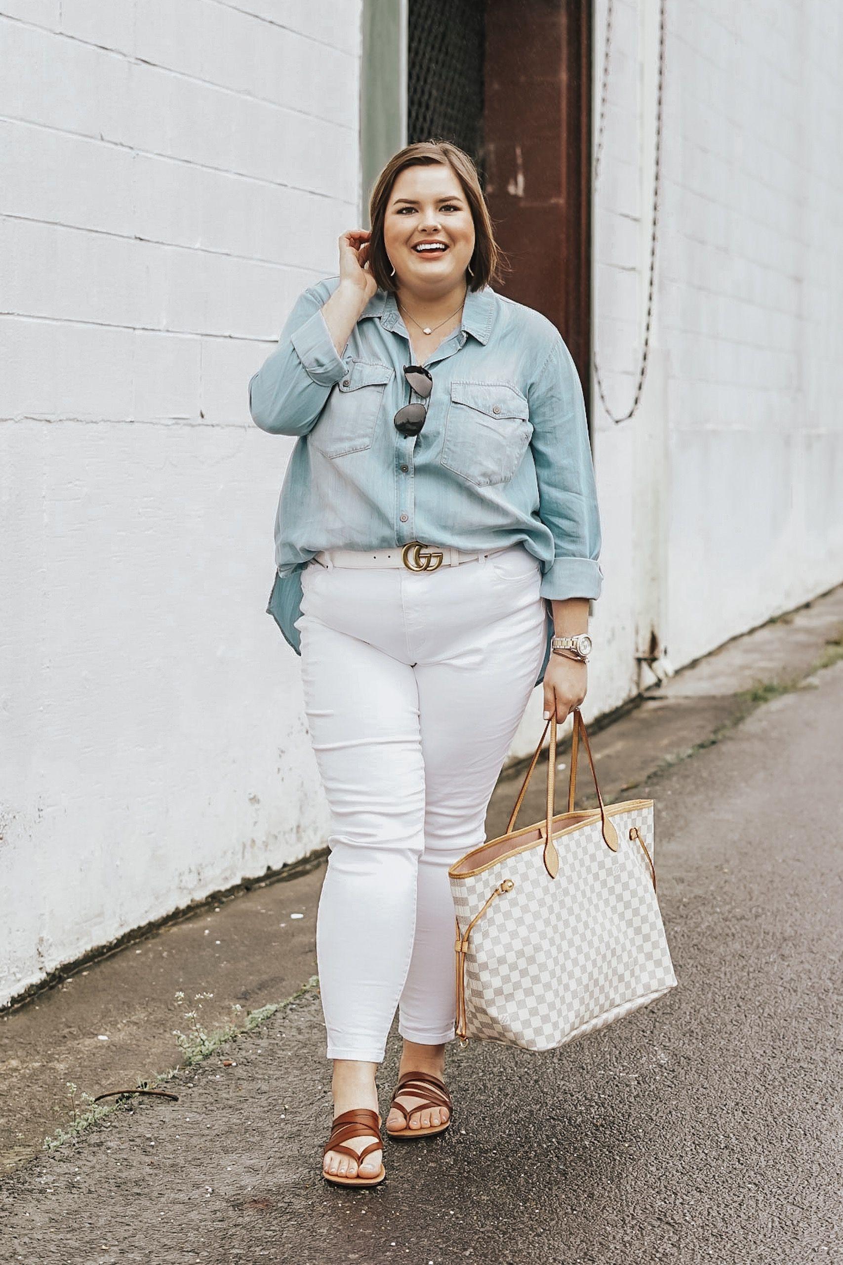 Spring Trend: The Tucked In Shirt  #chambrayshirt #buttondownshirt #buttondown #tuckin #frontuck #whitejeans #widewidthsandals #widewidthshoes #plussizefashion #plusszie #plussizestyle #curvy #curvyfashion #curvystyle #springstyle #springoutfit #springfashion #weekendstyle