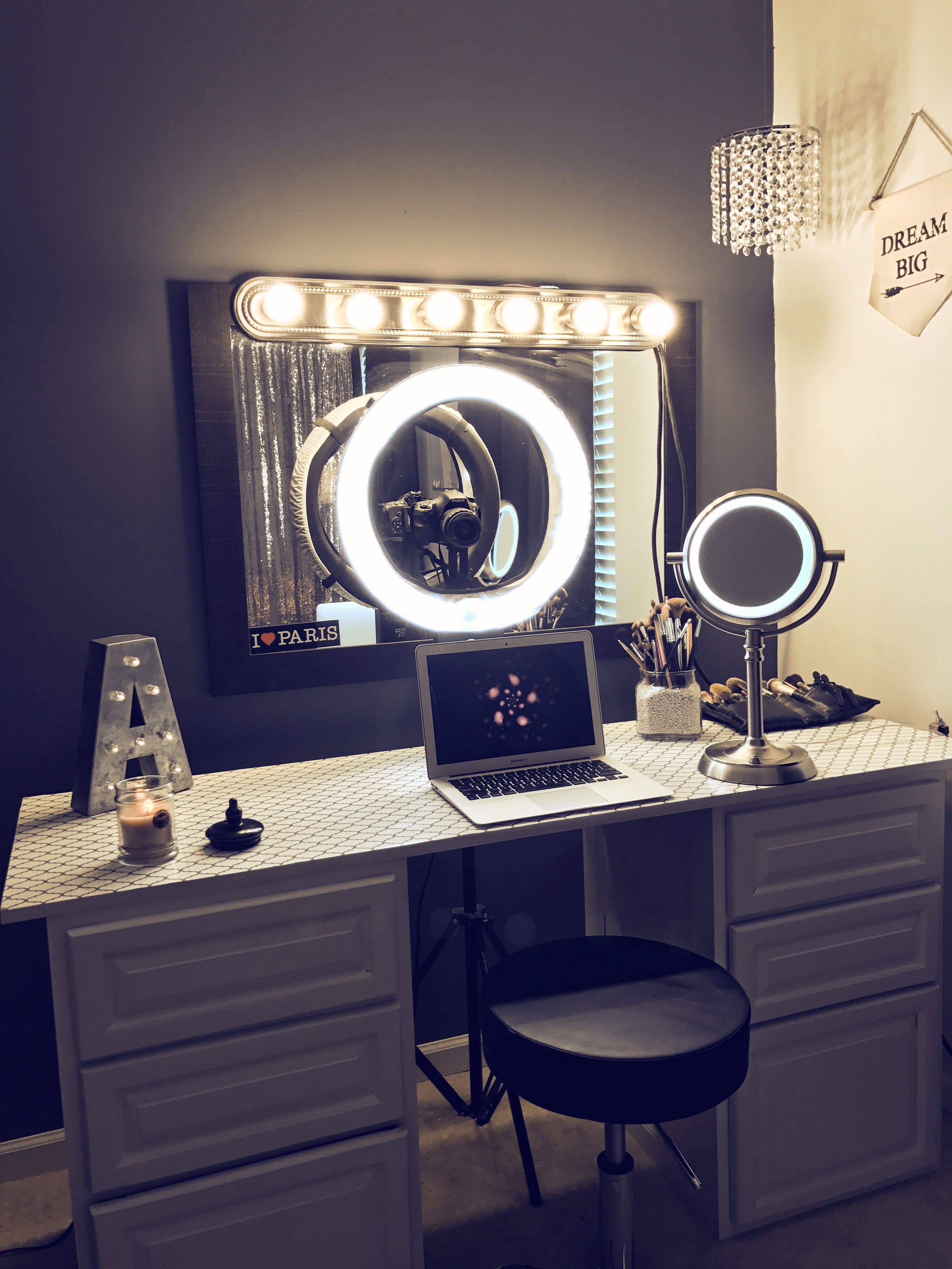 White Make Up Vanity With Ring Light Vanity Makeup Rooms Beauty
