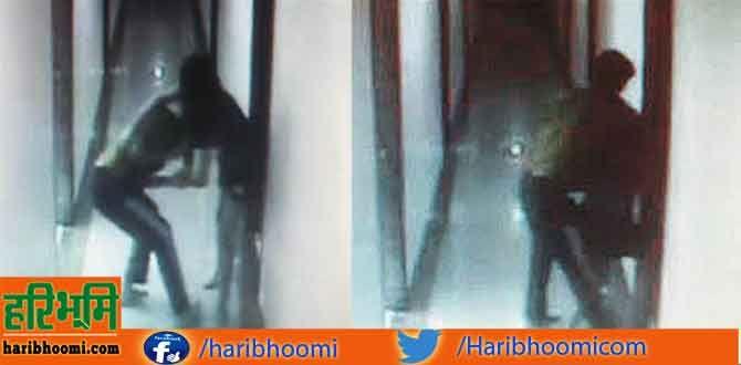 अय्याशी के 'खेल' में कोच 'आउट', सीसीटीवी में कैद हुई कोच-खिलाड़ियों की करतूत http://www.haribhoomi.com/news/19934-cctv-captured-coach-sportsman.html
