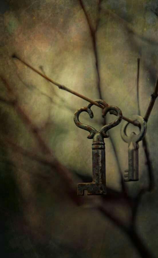 نعم أعرف ان الناس معادن ويؤسفني جدا بأنه لم تعد لدي طاقة على التنقيب Old Keys Vintage Keys Key To My Heart