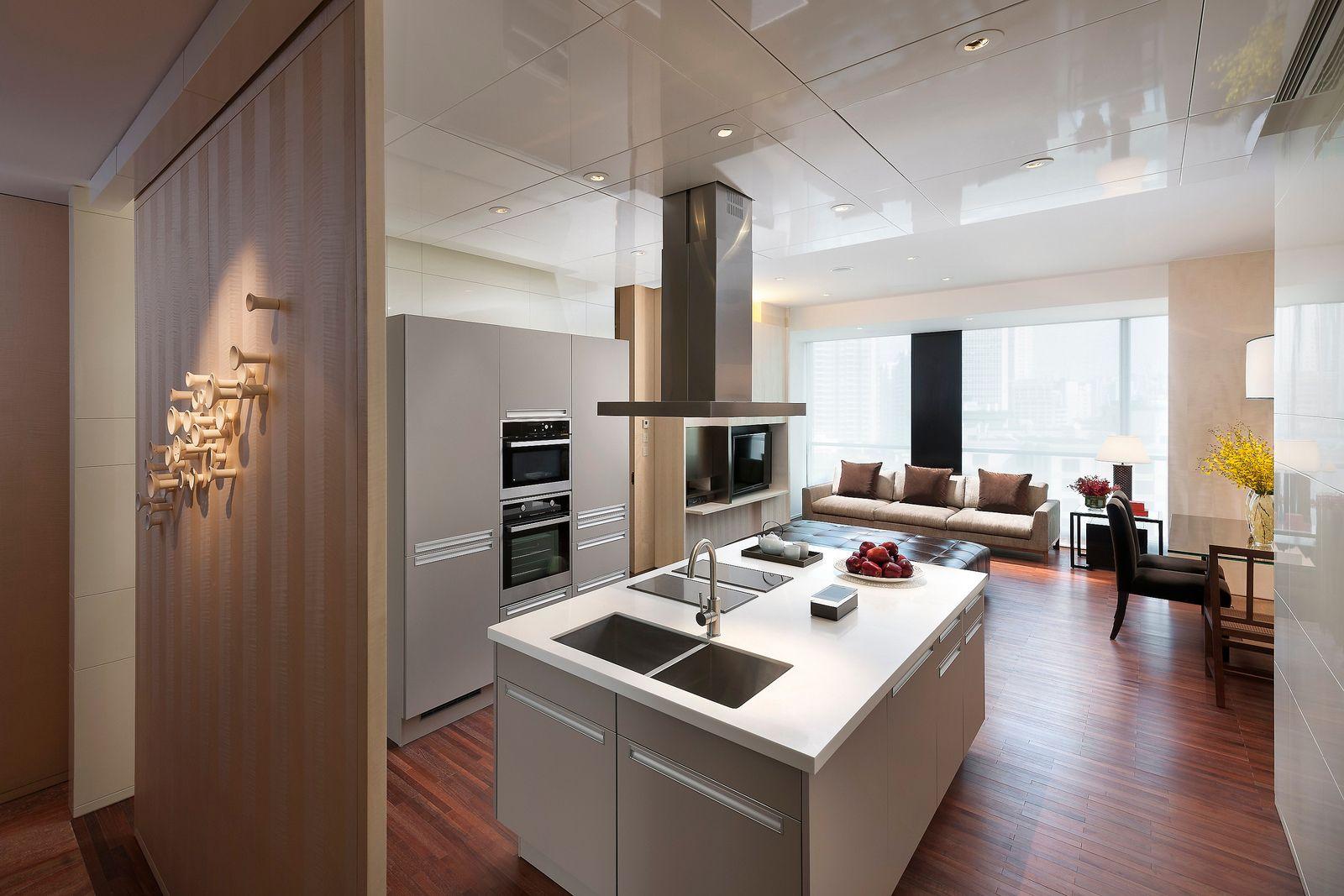 2 bedroom interior design bedroom service apartment at mandarin oriental guangzhou  por
