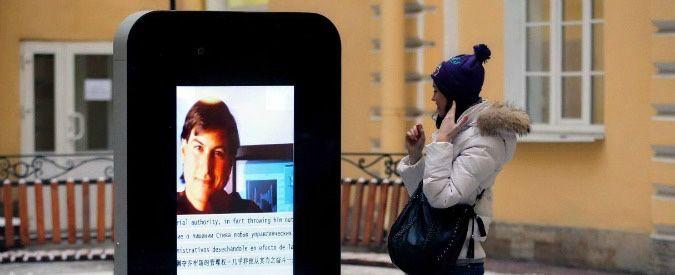 Dopo il coming out di Tim Cook, rimosso il monumento alla memoria di Steve Jobs nel cortile dell'università nazionale di Information Technologies di San Pietroburgo. Tristezza.