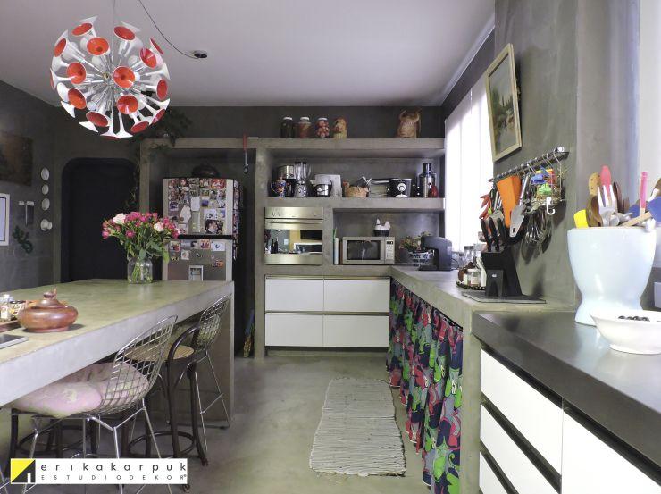 """Projetada sob o conceito da """"OBRA LIMPA NA DECORAÇÃO"""" desenvolvido pela própria designer, essa espaçosa cozinha é um deleite para os olhos, o paladar e à sustentabilidade. Os azulejos a…"""