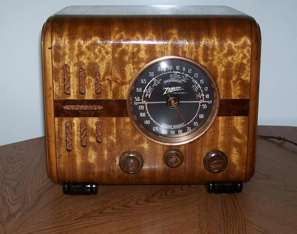Antique And Vintage Jeans For Sale Lets Get That Old Radio Of Yours Working Again Antique Radio Vintage Radio Retro Radios