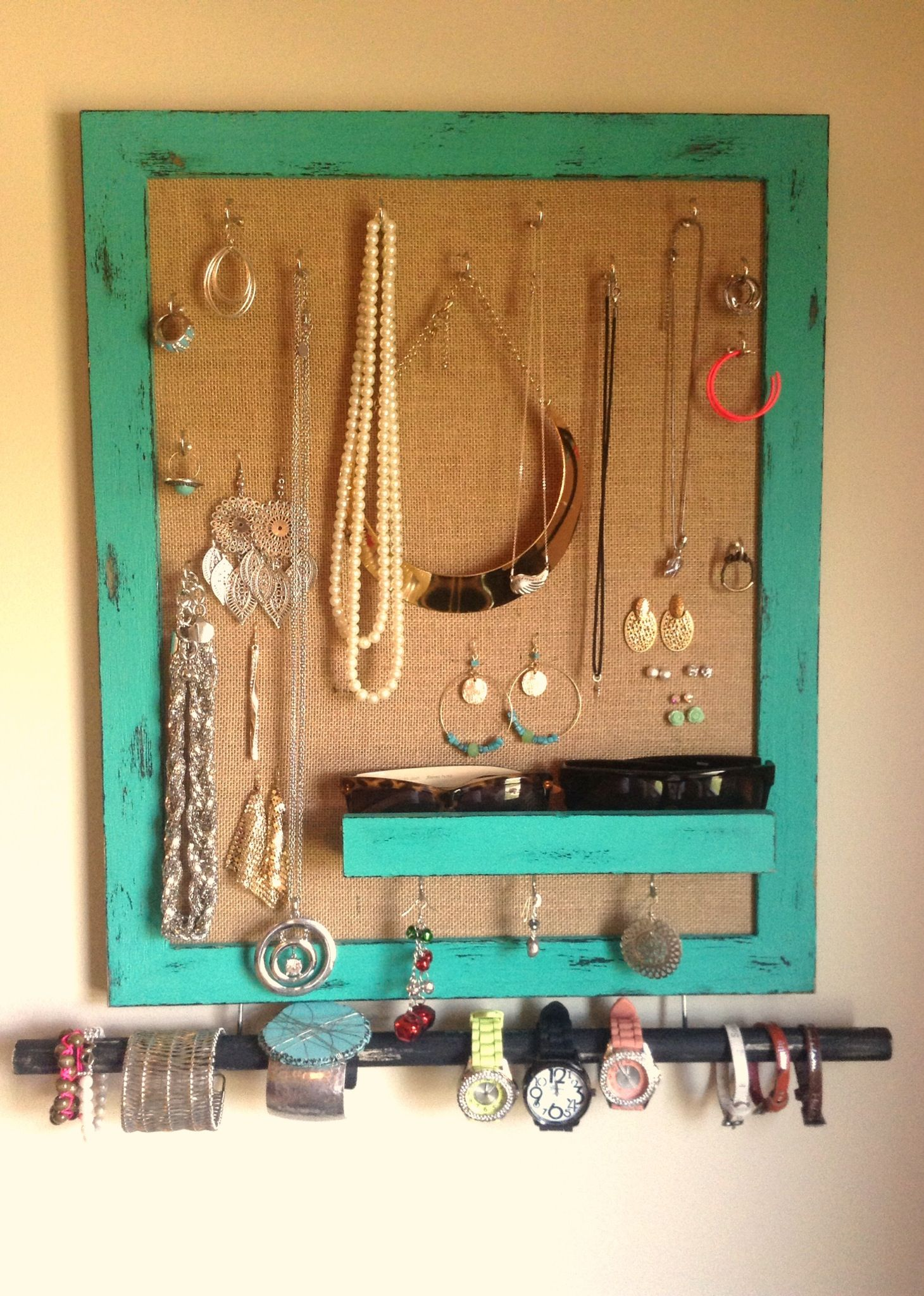 DIY Jewelry holder made with a picture frame and burlap DIY
