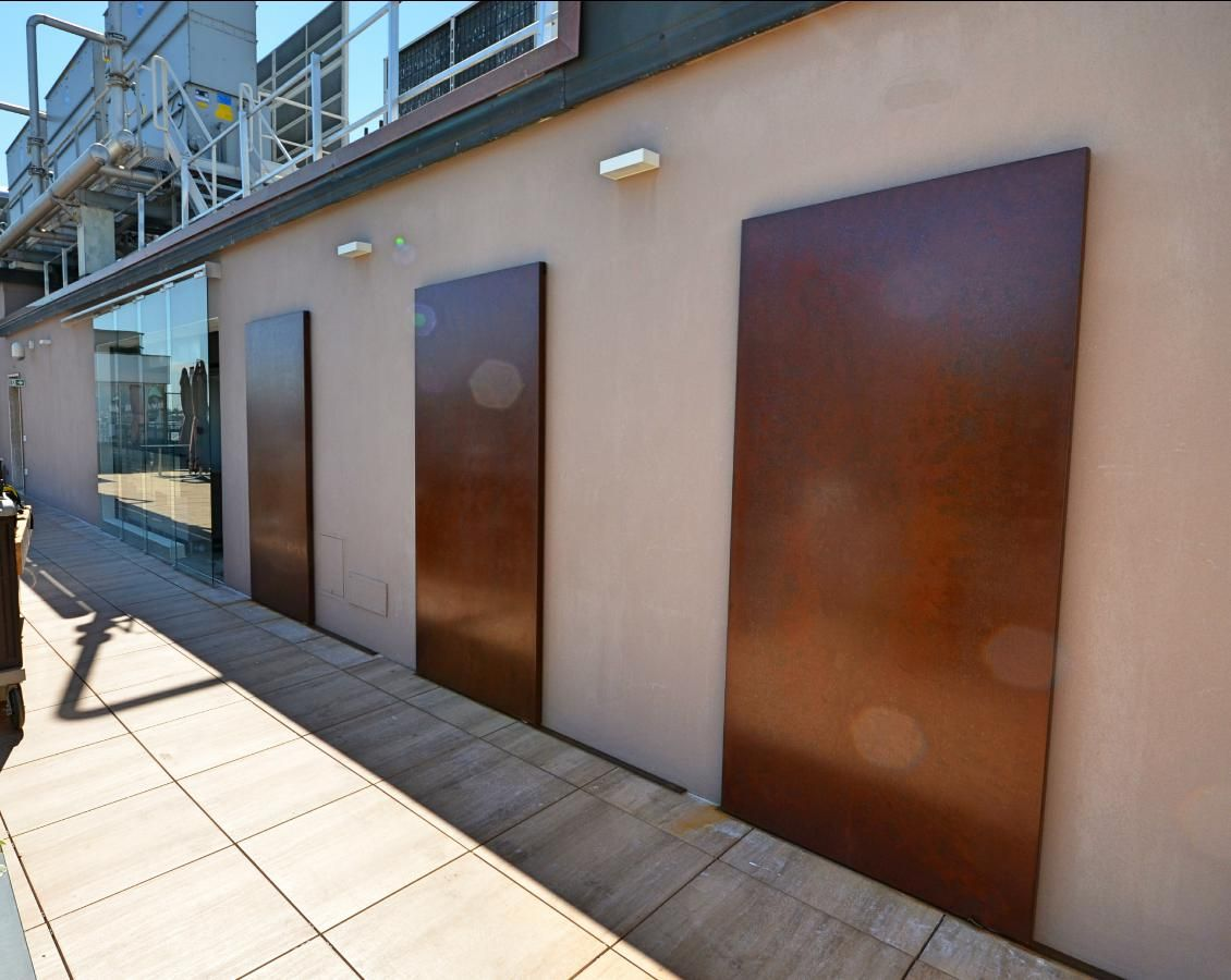 Porte scorrevoli esterno muro in lamiera effetto ruggine sliding doors sheet metal rust effect - Porte scorrevoli da esterno ...
