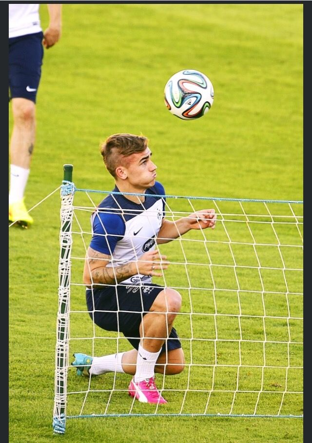 Pin By Brayant On 7 Antoine Griezmann French Soccer