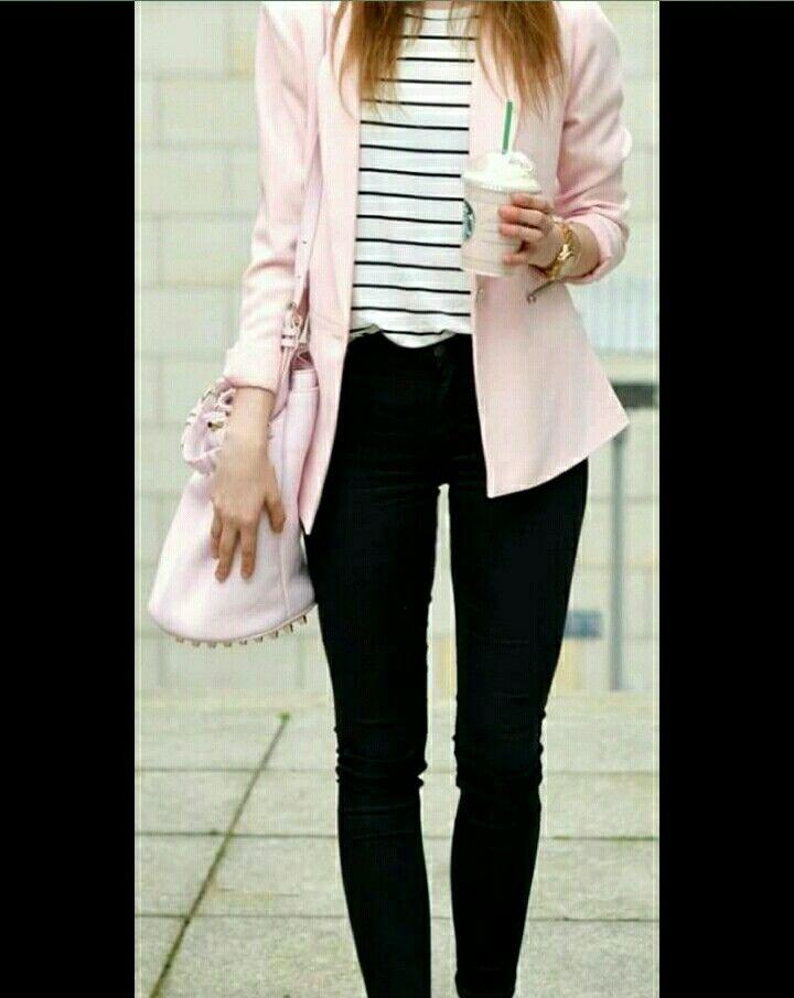 28c40b819 Calça preta + camiseta listrada + blazer rosa pastel  candy ...
