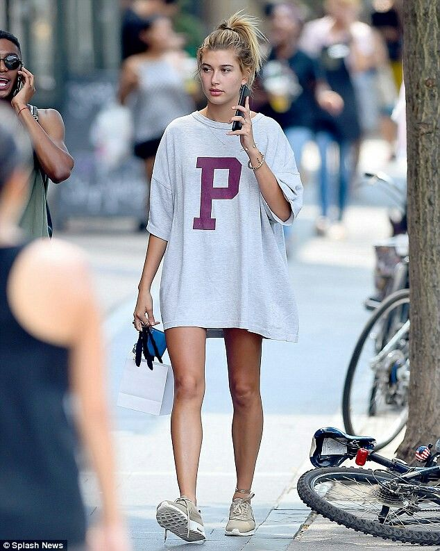 fb80fc20 She doesn't wear the trousers! Hailey Baldwin shows off her legs in  oversized