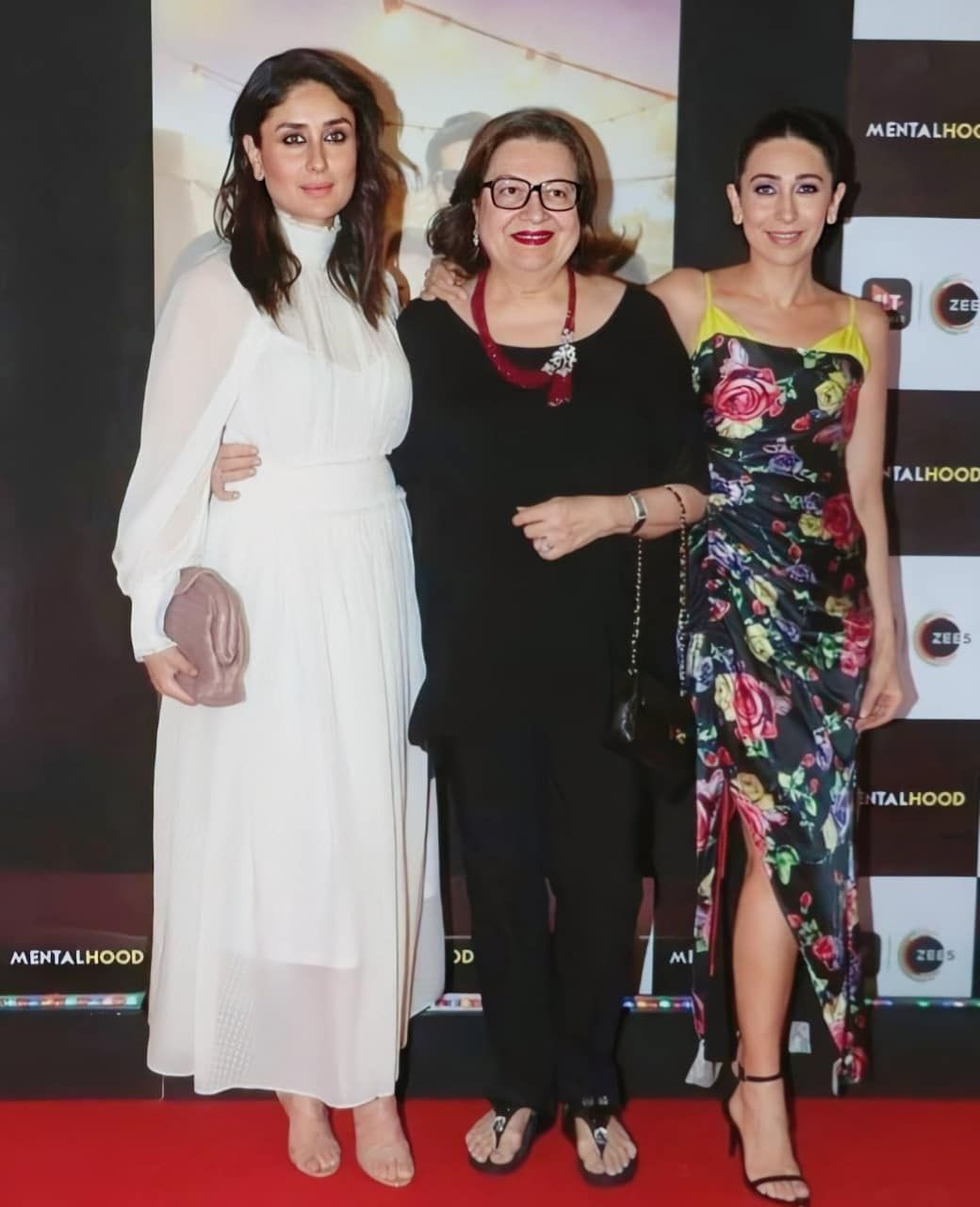 Kareena Kapoor And Her Mother Babita Kapoor Turn Up To Support Karishma Kapoor For Screening Of Mentalhood Hungryboo Kareena Kapoor Kareena Kapoor Khan Fashion Outfits