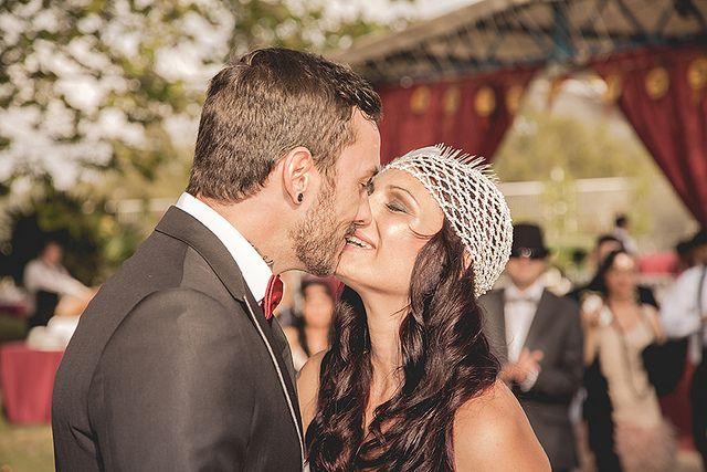 Nuestra foto de la semana es una imagen de la boda de Crys & Ysra en Valencia, España. Fue tomada por la fotógrafa Sara Lobla, que nos revela los detalles de esta encantadora instantánea y algunos secretos de su trabajo.