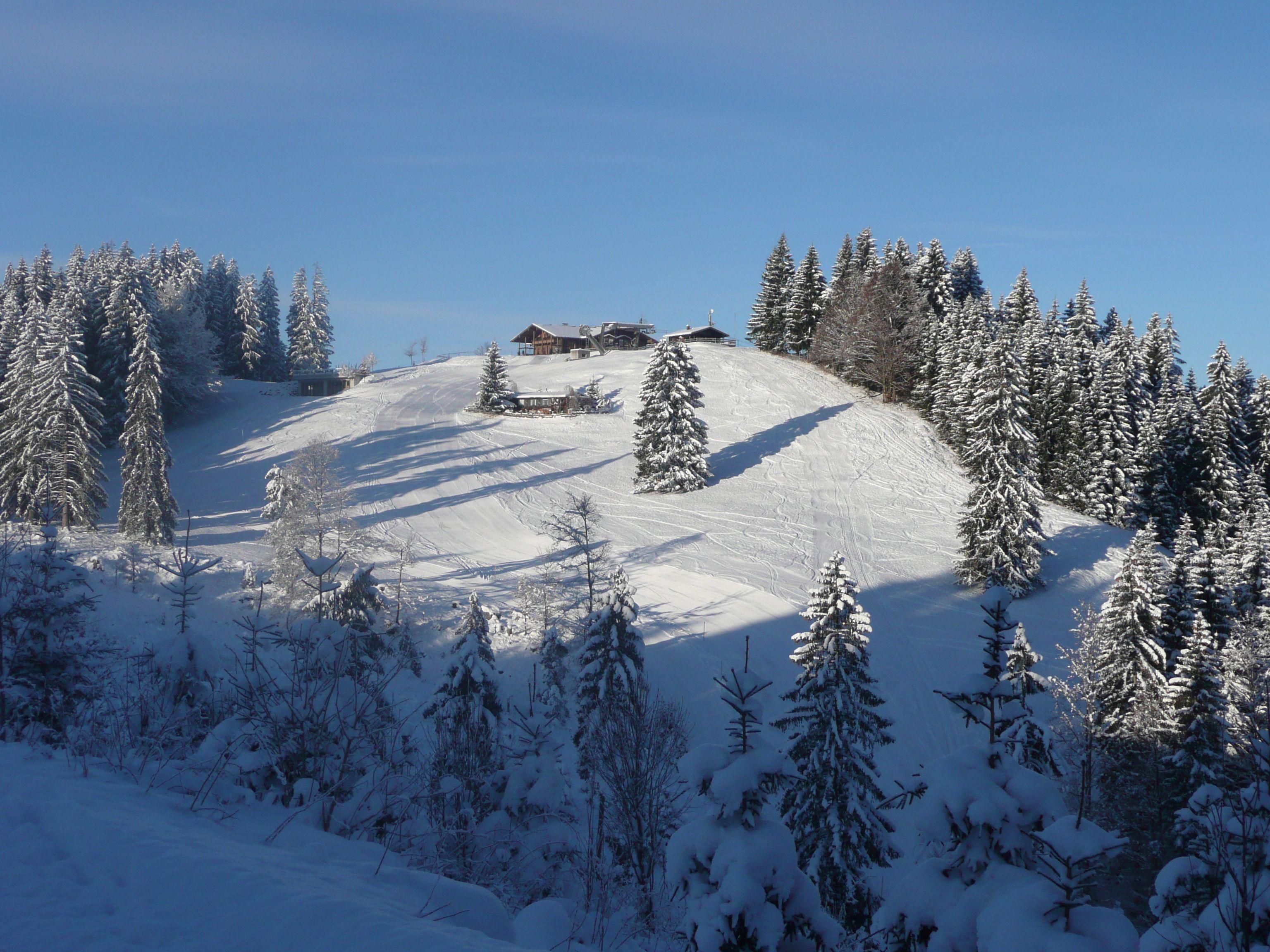 Besonderer Beliebtheit Erfreuen Sich Winterliche Huttentouren Rund Um Fussen Dabei Erwarten Einen Reizvolle Naturimpressionen Tol Skier Berg Huttentouren
