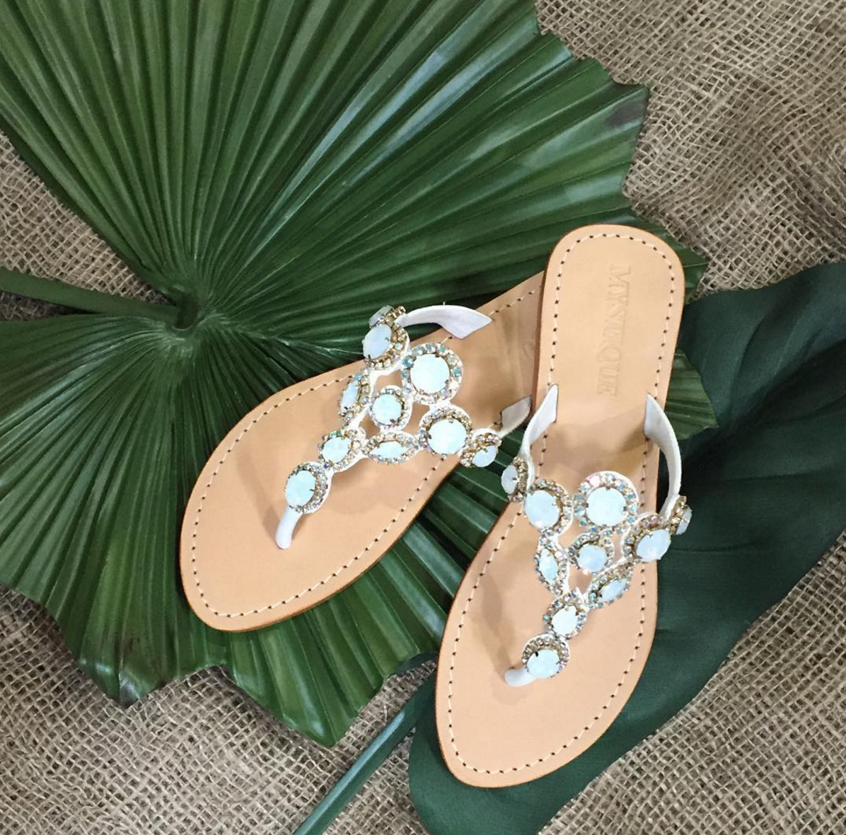 White leather sandals for you next vacation! Don't miss out on these for Summer 2016!