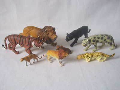 Toys From Africa : Lots of 8 animals plastic toys cats from africa lion cheetah tiger